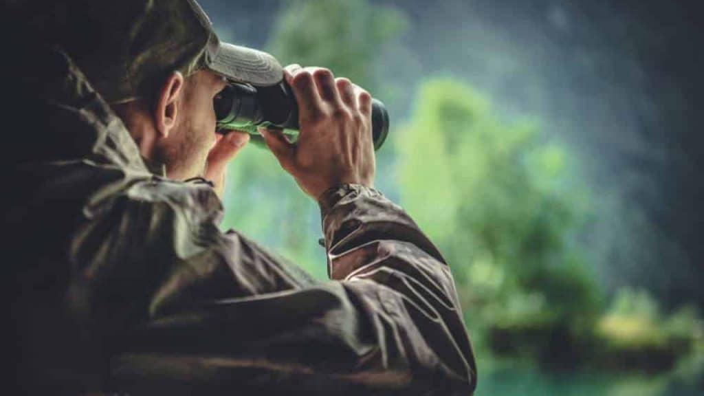 binoculars focus